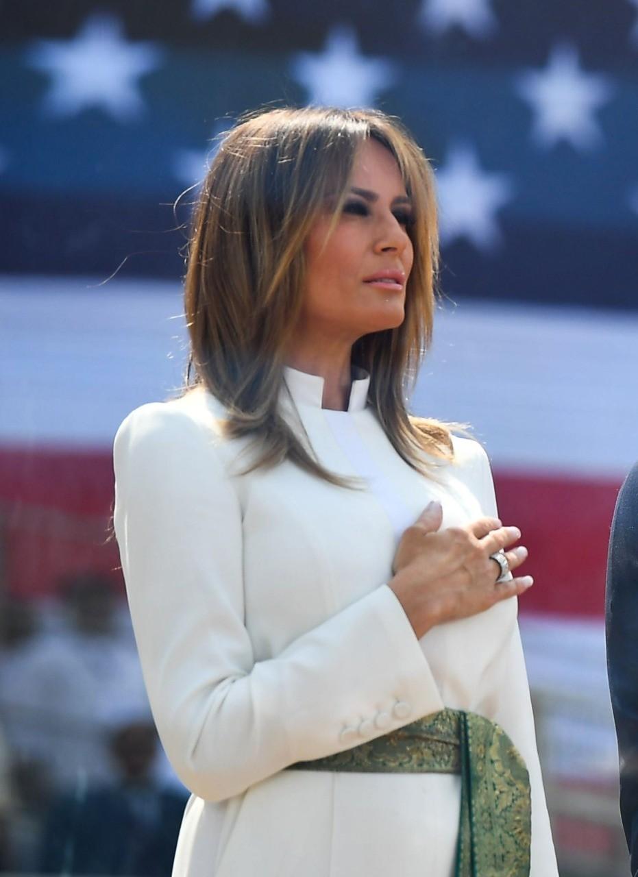 целом запускать лучшее фото мелании трамп благодаря отзывам